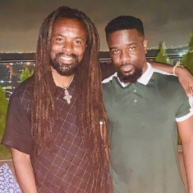 Rocky Dawuni - Kyenkyen Bi Adi Mawu Ft Sarkodie